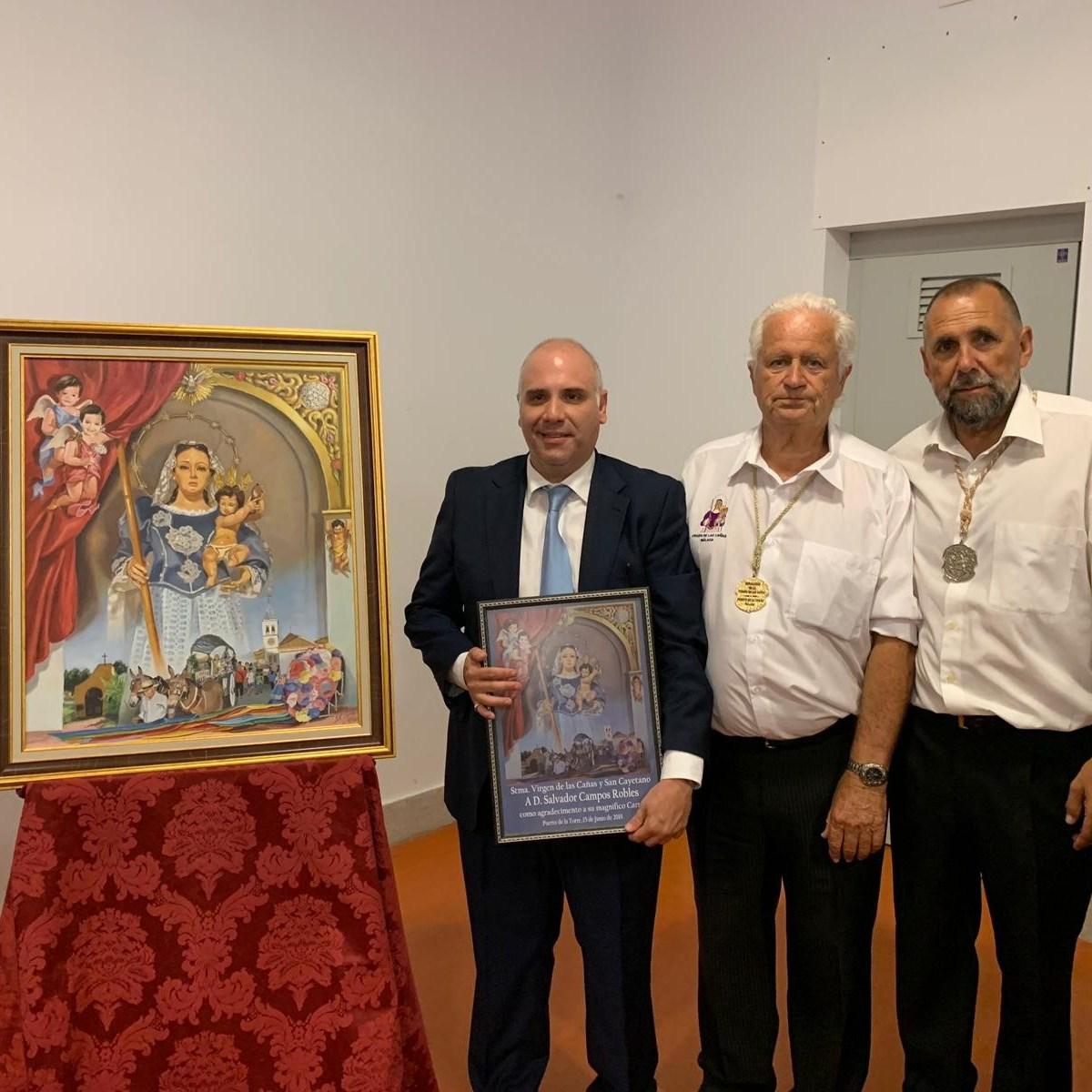D. Salvador Campos (pintor), D. Miguel Antonio Torres (Hno. Mayor Virgen de las Cañas) y D. Enrique Luque (nuestro Hno. Mayor)