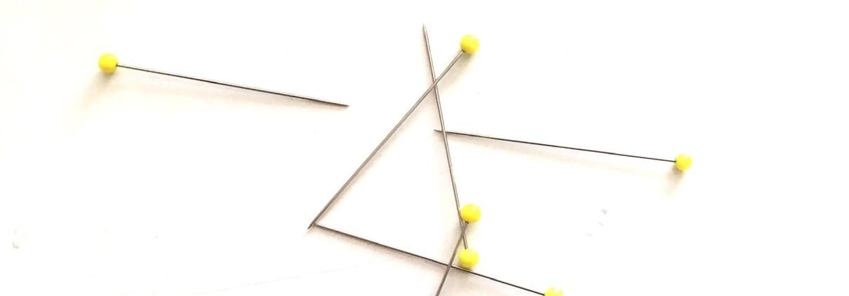 Stecknadeln mit gelbem Glaskopf