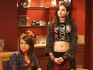 Amy (Shailene Woodley) and Ashley (India Eisley)
