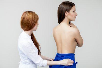 Синие пятна на спине причины. Почему возникают темные пятна на спине и как от них избавиться? Чем лечить из народных средств