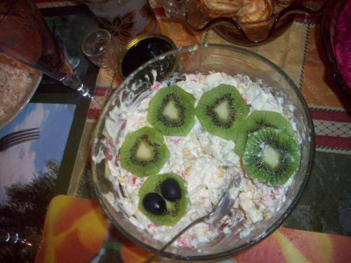 Украшение салата в виде змеи