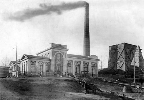 Городская электростанция. Сейчас эту трубу видно на ул. Льва Толстого.