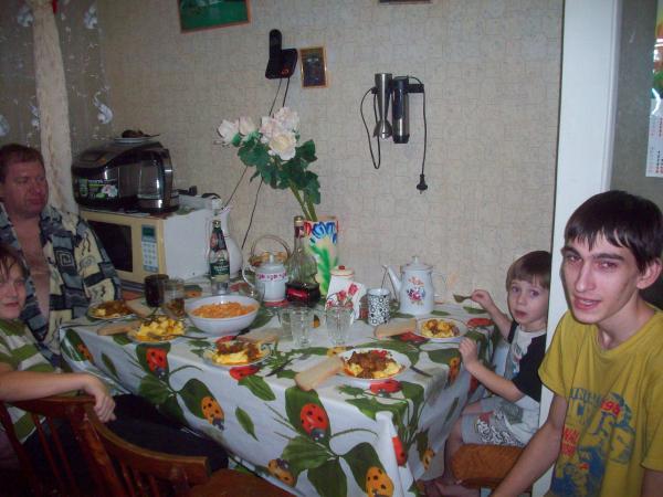 Мужчины за столом