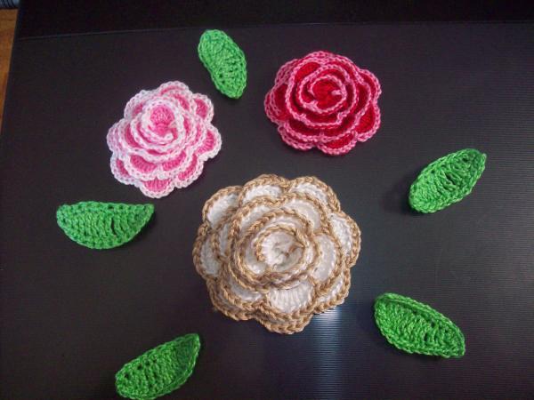 три розы и листики