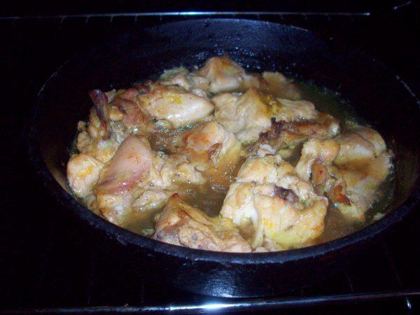 Курица в апельсиновом соусе в духовке готова