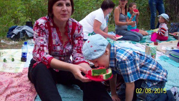 Поедание арбуза