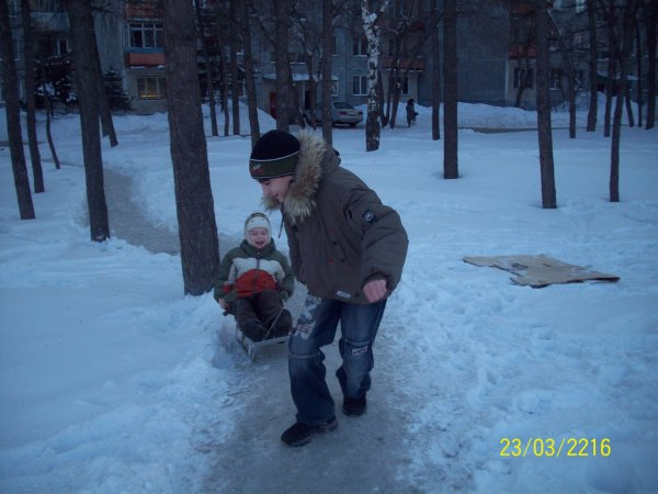 Артём - таскатель санок