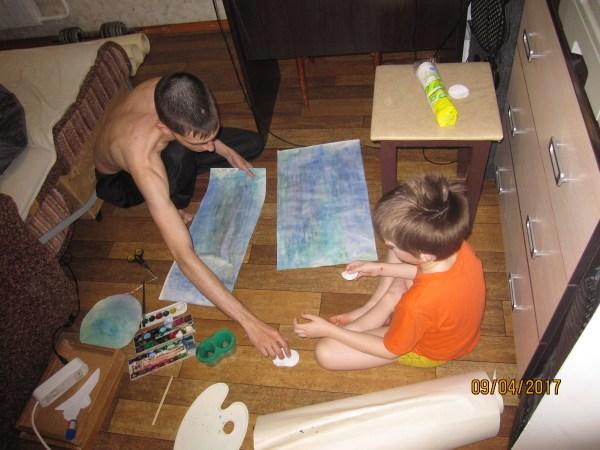 Тёма с Егором рисуют