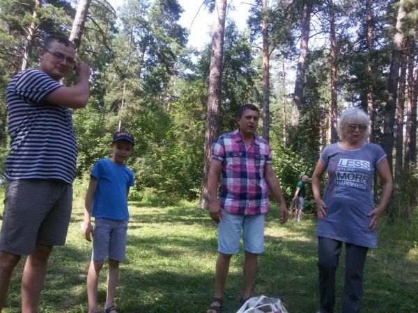 Опоздавшие. Семья Кушнер, а встречает их Сергей Я.