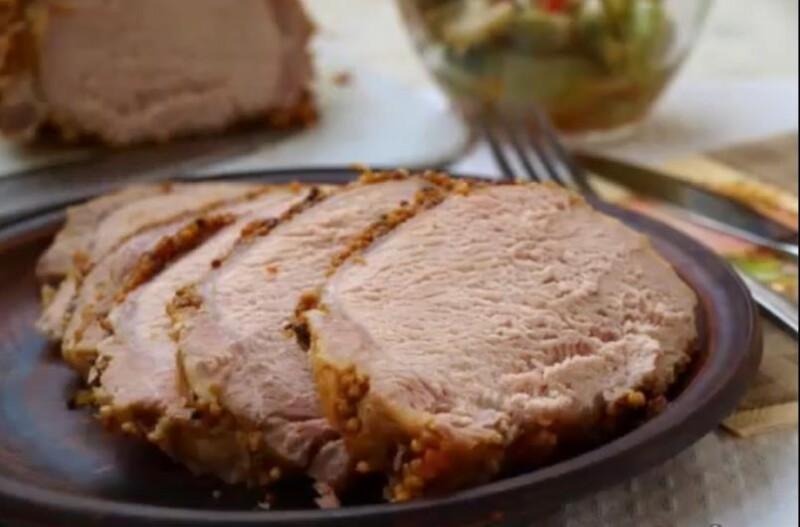 フレンチマスタードを持つホイルのおいしい家の座り豚肉のレシピ(ステップバイステップレシピ)