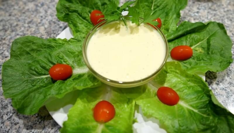 Цезарь салат соусы - үйдегі классикалық рецепт