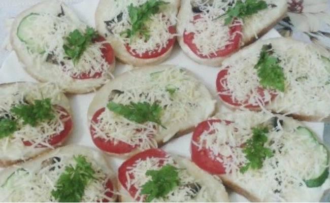 با پنیر و گوجه فرنگی