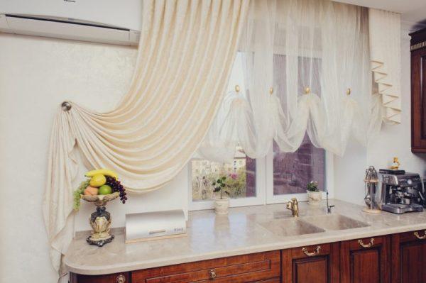 Тюль на кухню: фото интерьера, виды красивых тюлевых ...