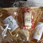 Coffret cadeau N°1 Jus de raisin 75 cl, Vin Blanc sec Colombard Chardonnay Sauvignon 75cl, Bonbons au floc