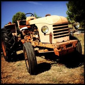 Photos- Vieux tracteur du Domaine du Viala
