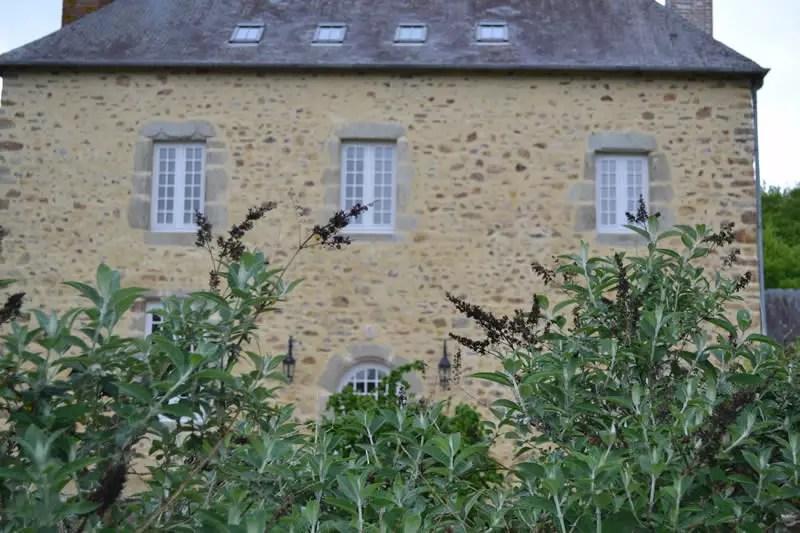 chambre-hotes-edouard-domaine-des-vaulx-facade