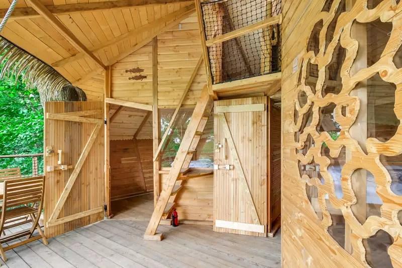 Dormir dans une cabane perchée