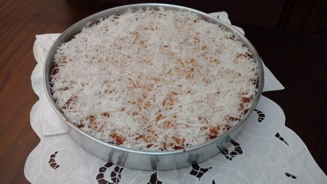 bolo karina, amanteigado, molhadinho e com coco ralado por cima
