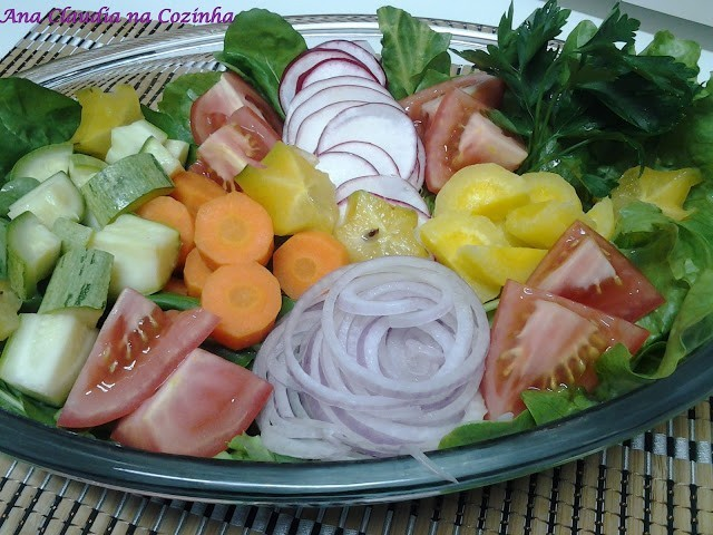 salada de legumes e verduras