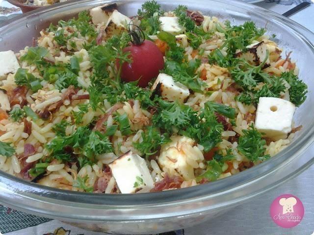 arroz colorido com carne seca