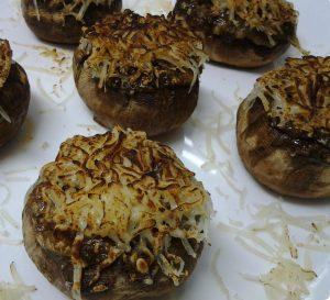 cogumelos recheados com queijo