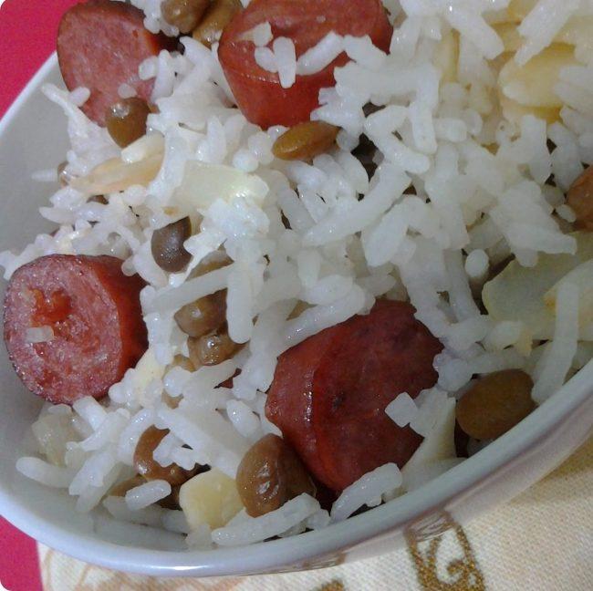 arroz basmati com linguiça, amêndoas e lentilha