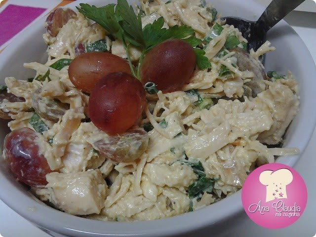 salada de frango com uva
