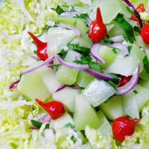 salada de chuchu e pimenta biquinho e acelga