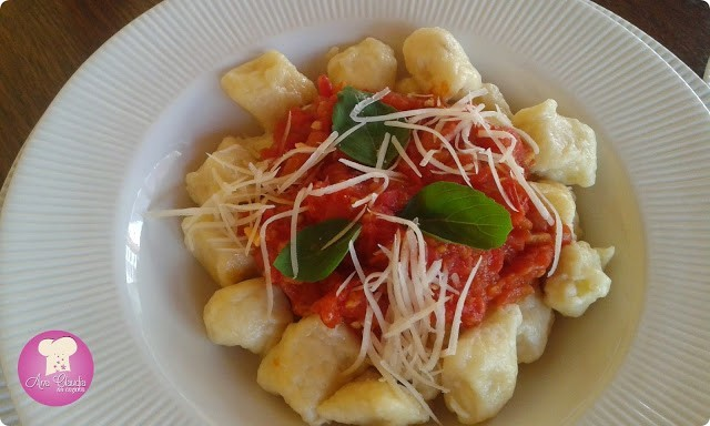 nhoque com molho de tomate