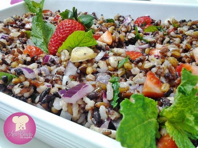 salada mix de arroz preto, vermelho e cereais