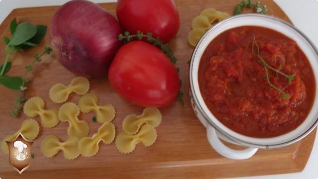 molho caseiro de tomate simples de preparar.