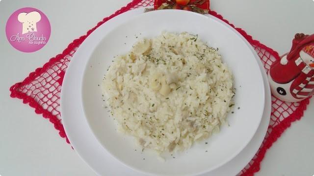 arroz cozido com espumante e cogumelo