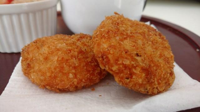 bolinhos de frango fritos e crocantes