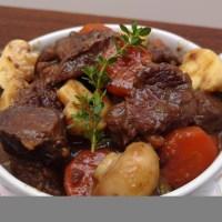 Cozido de carne com vinho