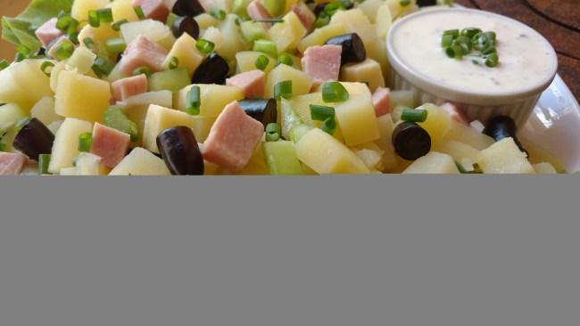 salada tropical com molho de iogurte