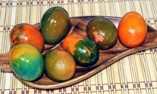 Шарени великденски яйца