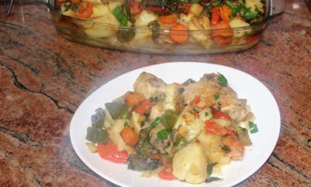 Пиле със зеленчуци на фурна