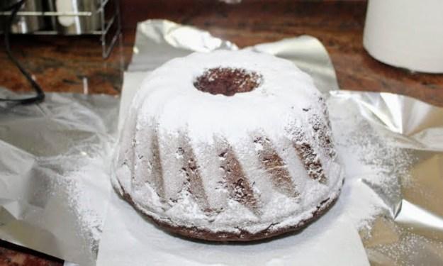 Лесен кекс с какао и пудра захар