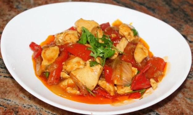 Бърза яхния с пилешки гърди, практична рецепта