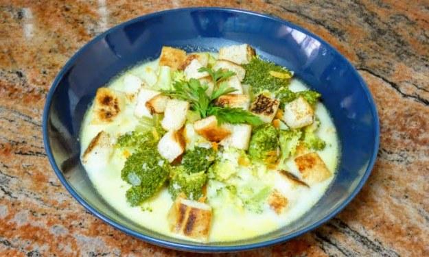 Зеленчукова супа с крутони