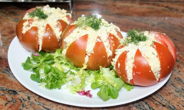 Пълнени домати с вкусна разядка, ще Ви стане любимо предястие