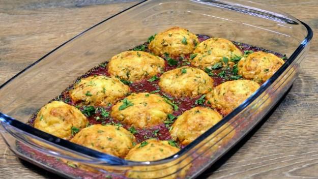 Картофени кюфтета с пиле на фурна. Непременно пробвайте тази рецепта, ще останете приятно изненадани