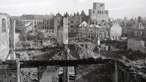 Am 28. März 1945 wurden große Teile der Mindener Innenstadt und der 1000-jährige Dom durch Bomben zerstört. Foto: Sammlung Mindener Museum