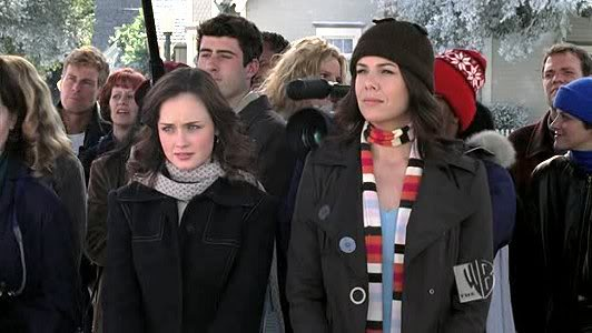 Lorelai Gilmore, Queen of the Early 2000s Skinny Scarf