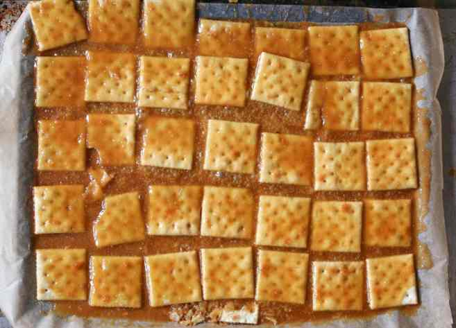 Fully-Loaded-Toffee-Saltines-step-3