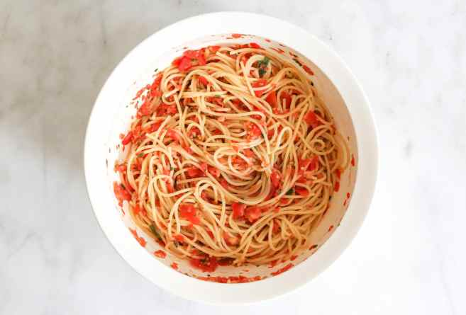 Spaghetti-with-Zucchini-and-Cherry-Tomato-Sauce-step-5