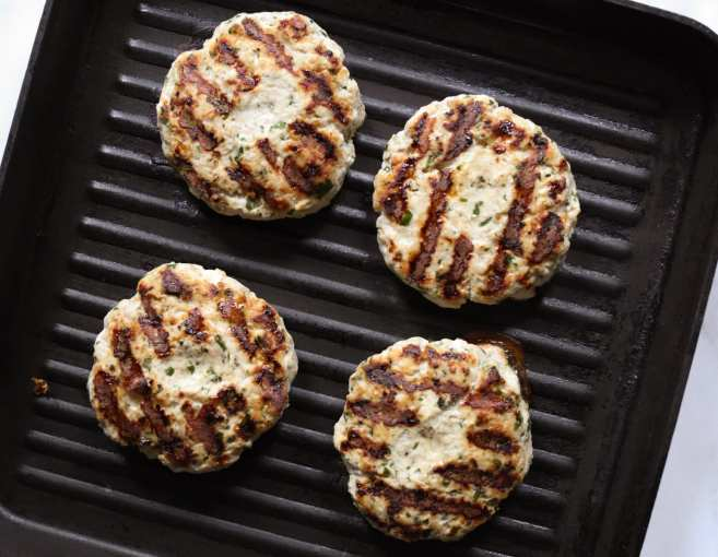 grilled-turkey-kofta-burgers-with-yogurt-harissa-sauce-step-4