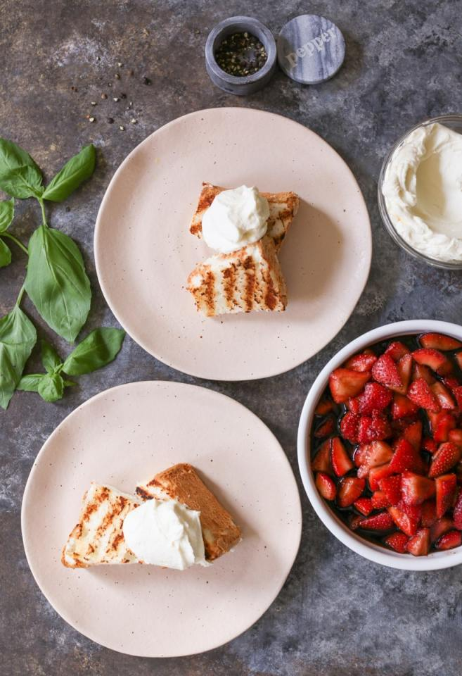 Grilled-Angel-Food-Cake-Whipped-Mascarpone-Balsamic-Strawberries-4