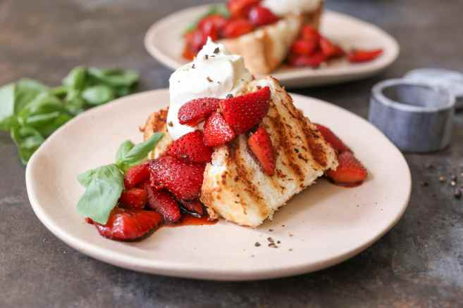Grilled-Angel-Food-Cake-Whipped-Mascarpone-Balsamic-Strawberries-6