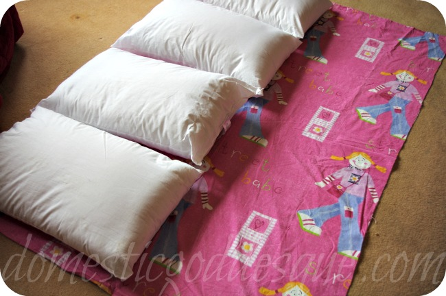 how to make a sleepover bed